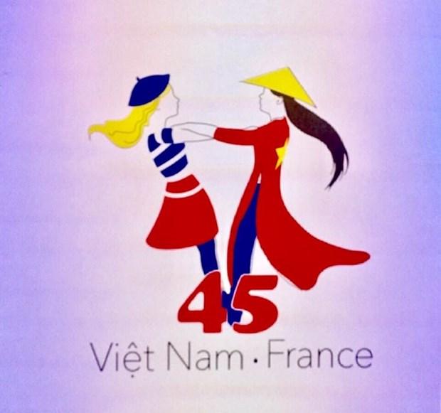 Presentan logotipo para aniversario de relaciones diplomaticas entre Vietnam y Francia hinh anh 1