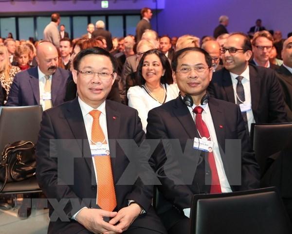 Vietnam comparte experiencias de desarrollo sostenible en Davos hinh anh 1