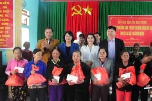 Vicepresidenta de Vietnam entrega donaciones a personas desfavorecidas hinh anh 1