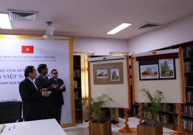 Lanzan en Hanoi y Nueva Delhi coleccion de sellos conjunta Vietnam- la India hinh anh 1