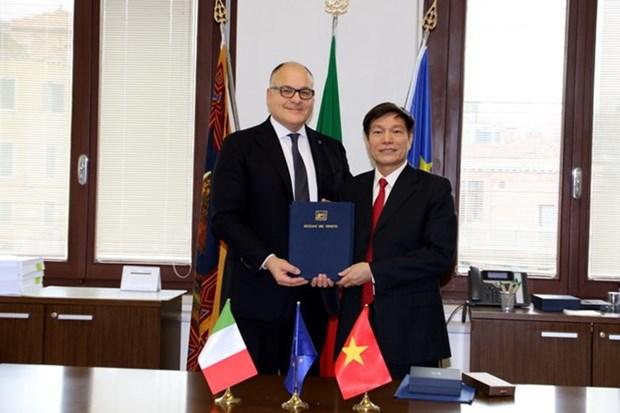 Localidades vietnamita e italiana establecen vinculos de solidaridad y cooperacion hinh anh 1