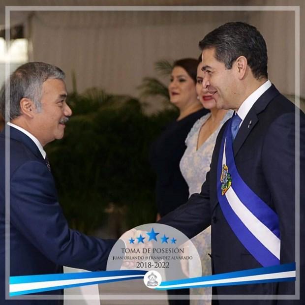 Presidente de Honduras desea impulsar relaciones con Vietnam hinh anh 1