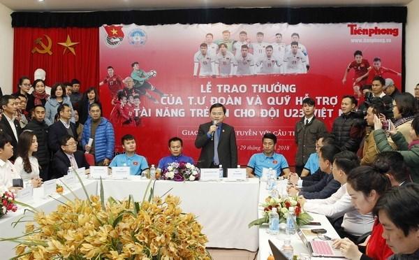 Union vietnamita de Jovenes Comunistas honra a miembros del equipo de futbol sub-23 hinh anh 1