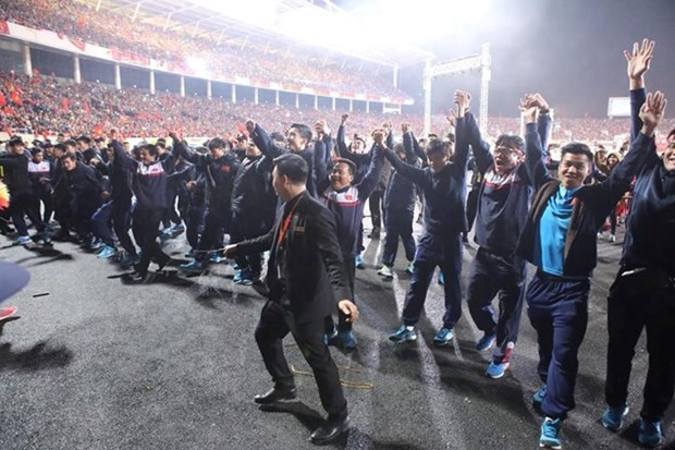 Equipo sub-23 recorre el estadio My Dinh para agradecer a fanaticos hinh anh 1