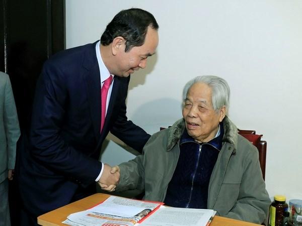 Dirigentes vietnamitas felicitan al exsecretario general del PCV en visperas del Tet hinh anh 2