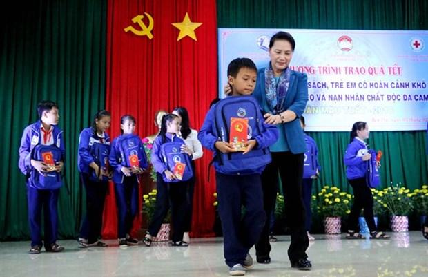 Presidenta del Parlamento de Vietnam felicita a pobladores de provincias surenas por el Tet hinh anh 1