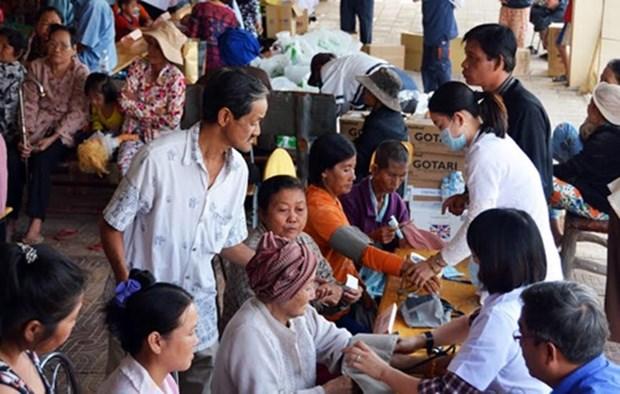 Entregan obsequios a vietnamitas y camboyanos residentes en Kompung Chinang y Kompung Thom hinh anh 1