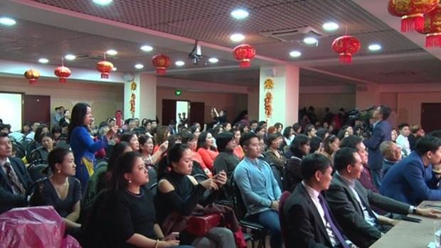 Comunidades vietnamitas en extranjero saludan al Ano Nuevo Lunar 2018 hinh anh 1