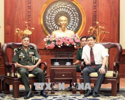 Ejercito Real de Camboya y Ciudad Ho Chi Minh robustecen cooperacion hinh anh 1