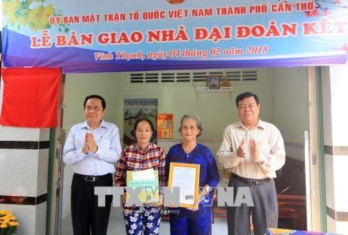 Entregan casa caritativa y obsequios a personas menos favorecidas en Can Tho hinh anh 1