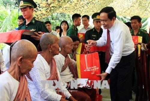 Presidente de FPV felicita a soldados y pobladores en zonas fronterizas en ocasion del Tet hinh anh 1
