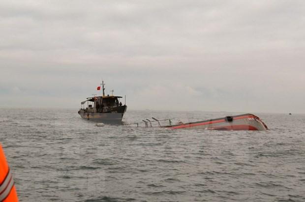 Rescatan a pescadores vietnamitas accidentados en el mar hinh anh 1