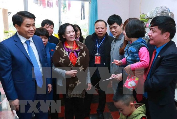Hanoi atiende a trabajadores en ocasion del Tet 2018 hinh anh 1