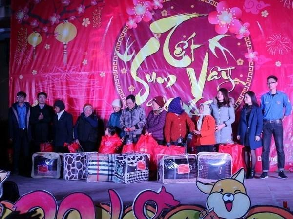 Presidenta del Parlamento de Vietnam felicita a trabajadores en ocasion del Tet hinh anh 1