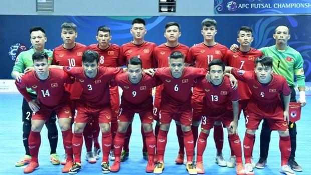 Equipo de Vietnam gana boleto para los cuartos de final del Campeonato Asiatico de futsal 2018 hinh anh 1