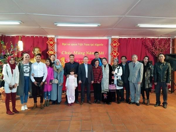Vietnamitas en Argelia se reunen por el Tet hinh anh 1