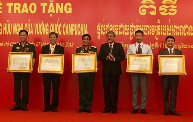 Entregadas ordenes de amistad de Camboya a colectivos e individuos vietnamitas hinh anh 1