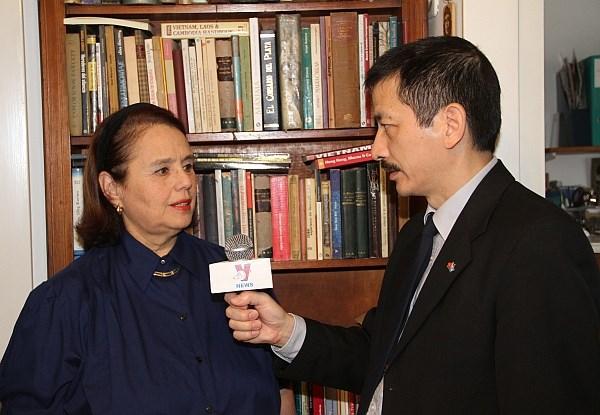 Reconocen a funcionaria cultural argentina por contribuir al conocimiento de Vietnam hinh anh 1