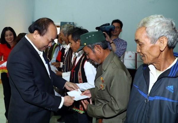 Premier vietnamita reitera atencion del Gobierno al mejoramiento de vida de minorias etnicas hinh anh 1
