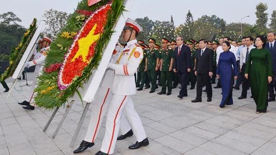 Ciudad Ho Chi Minh rinde homenajea los martires de guerra hinh anh 1