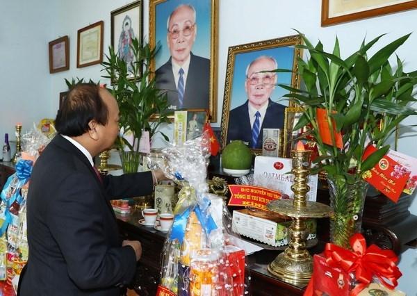 Premier vietnamita rinde tribute a extintos dirigentes de Estado y Gobierno hinh anh 1