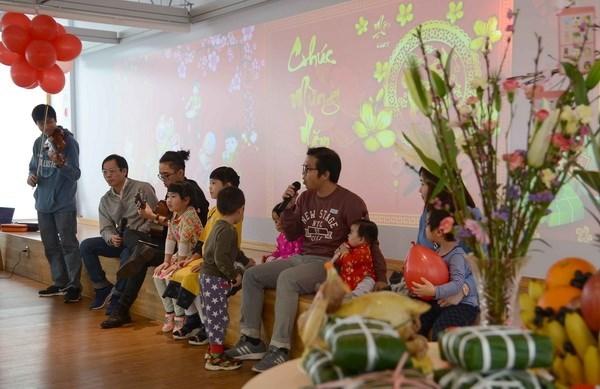 Vietnamitas en el extranjero saludan el Ano Nuevo Lunar 2018 hinh anh 1