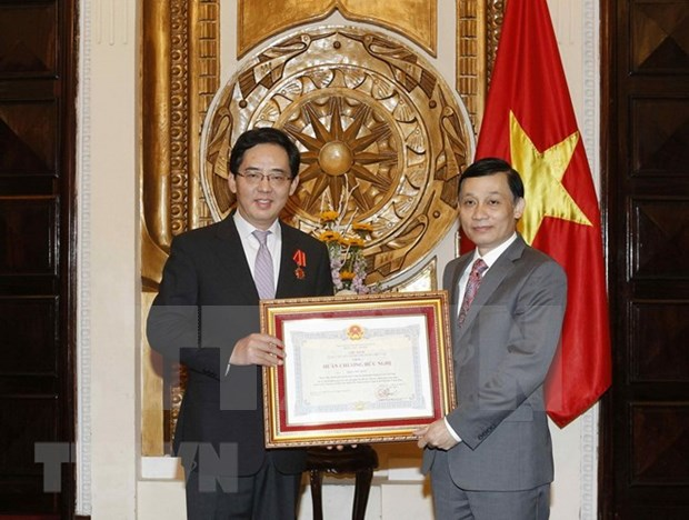 Embajador chino en Vietnam recibe Orden de Amistad hinh anh 1