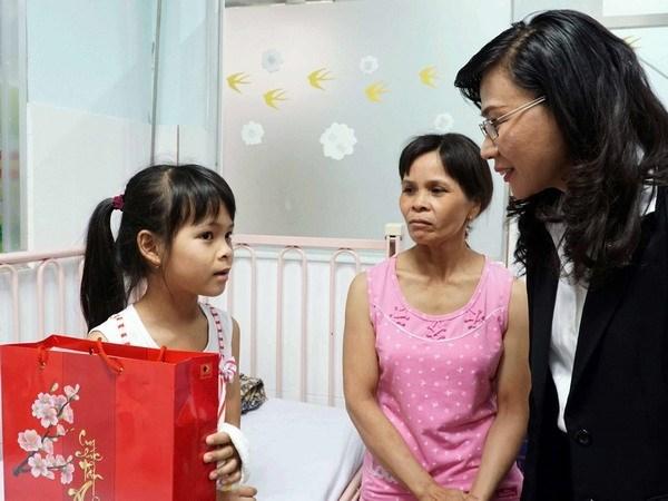Vietnam presta mayor atencion a familias con condiciones desfavorables en visperas del Tet 2018 hinh anh 1