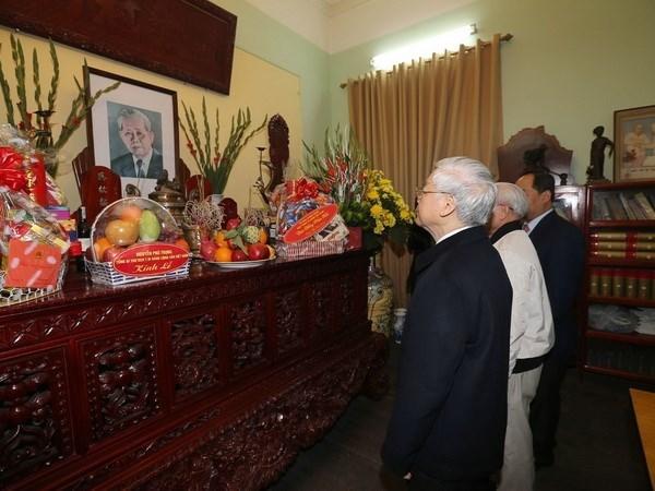 Maximo dirigente partidista de Vietnam rinde tributo a sus predecesores hinh anh 1