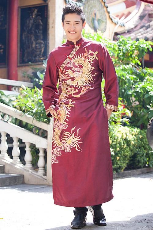 Ao Dai tradicional de hombres vietnamitas en busca de resurreccion hinh anh 1
