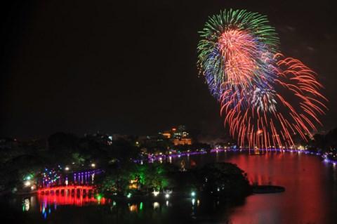 Vietnamitas dan bienvenida al Ano Nuevo Lunar 2018 hinh anh 1
