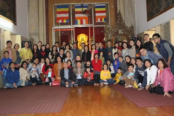 Vietnamitas en la India e Italia celebran el Ano Nuevo Lunar hinh anh 1