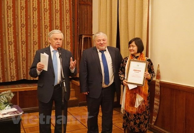 Escritora vietnamita gana premio de Rusia hinh anh 1