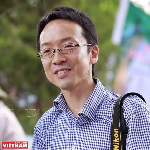 Doctor japones ayuda a los pobladores thai en los servicios turisticos hinh anh 1