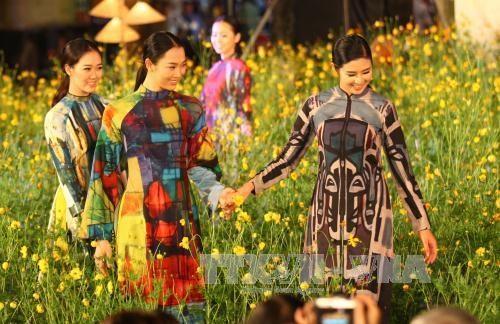 Ao dai vietnamita reaparece en la vida cotidiana hinh anh 1