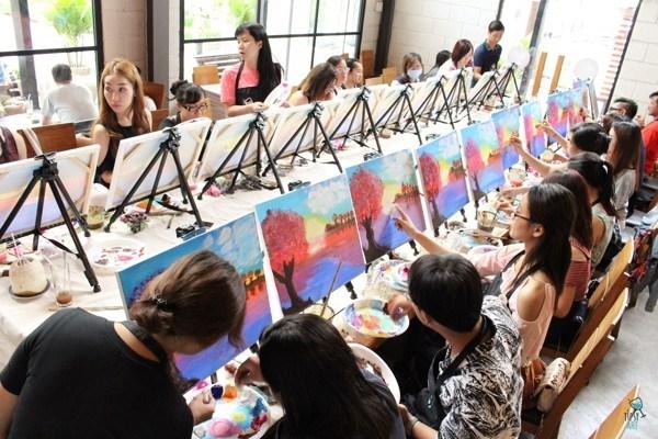 Tipsy Art, un espacio de creatividad para pintores aficionados hinh anh 1