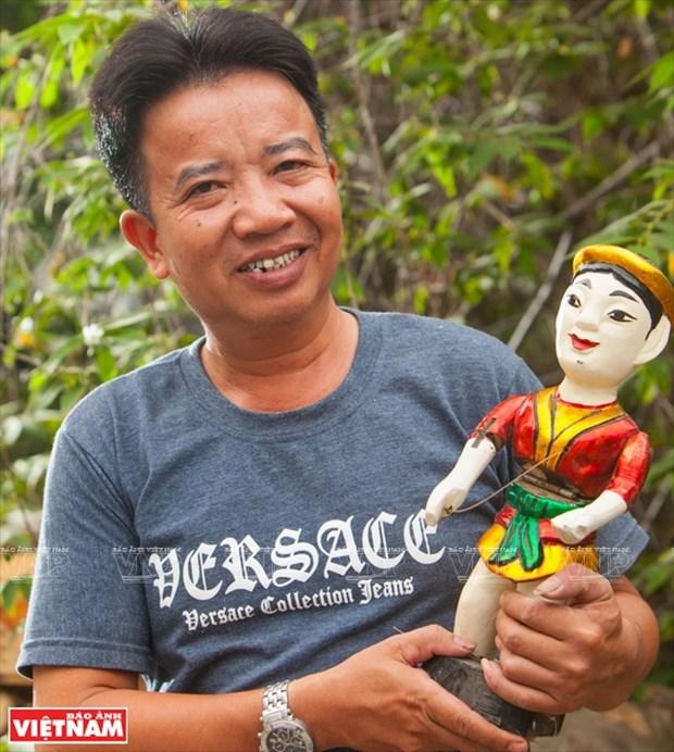 Phung Quang Oanh, el artesano que llevo las marionetas acuaticas del norte al sur hinh anh 1