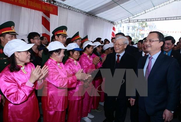 Secretario general del PCV visita Hung Yen por el Tet hinh anh 1