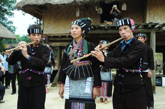 Trajes tradicionales del pueblo etnico Lu hinh anh 1