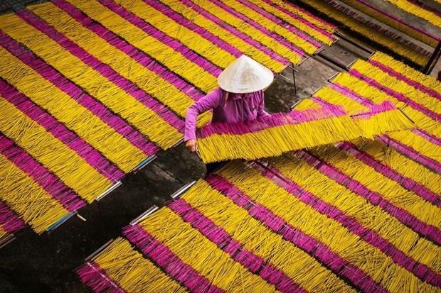 Incienso: objeto esencial en la vida espiritual de los vietnamitas hinh anh 1