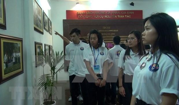 Miles de personas visitan sitio dedicado al padre del presidente Ho Chi Minh hinh anh 1