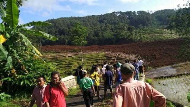 Indonesia: Deslizamiento de tierra sepulta a 25 personas hinh anh 1