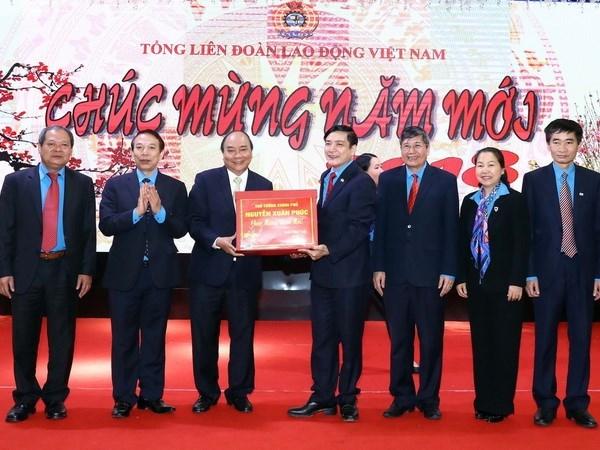 Premier exige continuar edificacion de instalaciones a favor de trabajadores vietnamitas  hinh anh 1