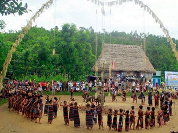 Centenares de artistas participan en Festival primaveral de etnias en provincia vietnamita hinh anh 1