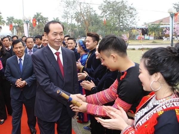 Presidente de Vietnam reunido con etnias minoritarias en su fiesta primaveral hinh anh 1