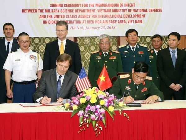 Estados Unidos desea fortalecer lazos con Vietnam en la defensa hinh anh 1