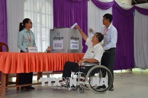 Mas de 99 por ciento de electores camboyanos ejecutan su derecho a voto hinh anh 1