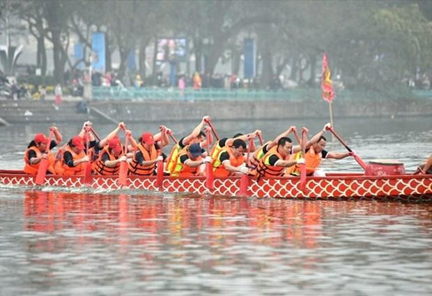 Reportan nutrida participacion en regata tradicional de barcos de dragon en Hanoi hinh anh 1