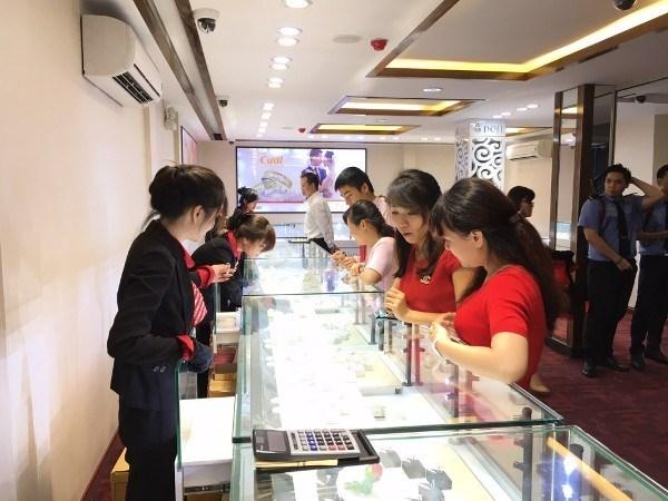Agotado oro en tiendas de Hanoi en Dia de Dios de la Riqueza hinh anh 1