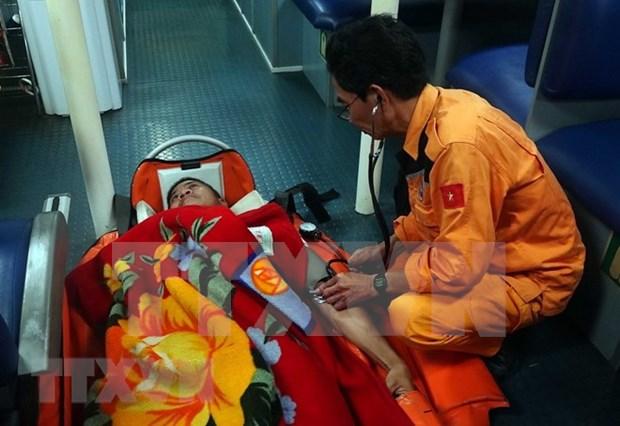 Rescatan a marinero extranjero accidentado en aguas de Vietnam hinh anh 1